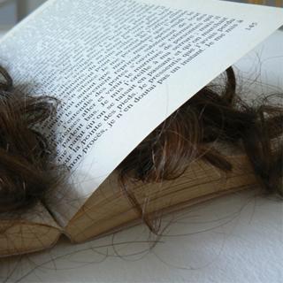 Emmanuelle Jenny art contemporain , détournement objet , livre de poche , Diderot , identité ,
