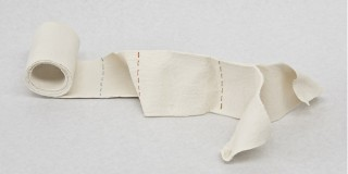 Emmanuelle Jenny - sculpture - porcelaine - objet du quotidien - fil - textile