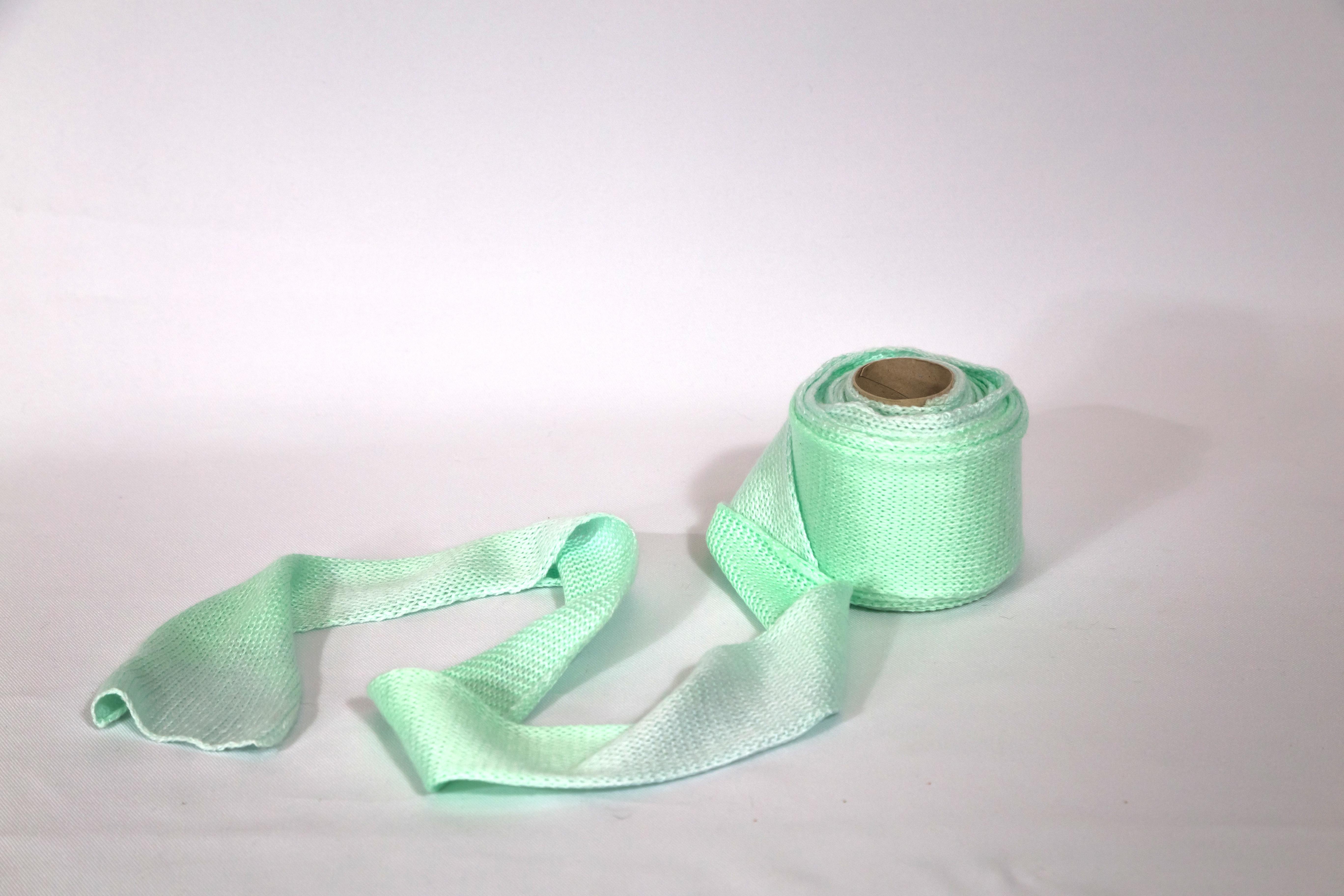 Emmanuelle Jenny - Rouleau Tricoté - design textile - détournement d'objet du quotidien - banal - matière souple